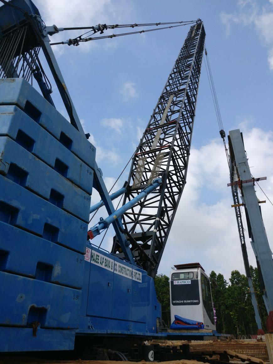 Hitachi 275T Crane